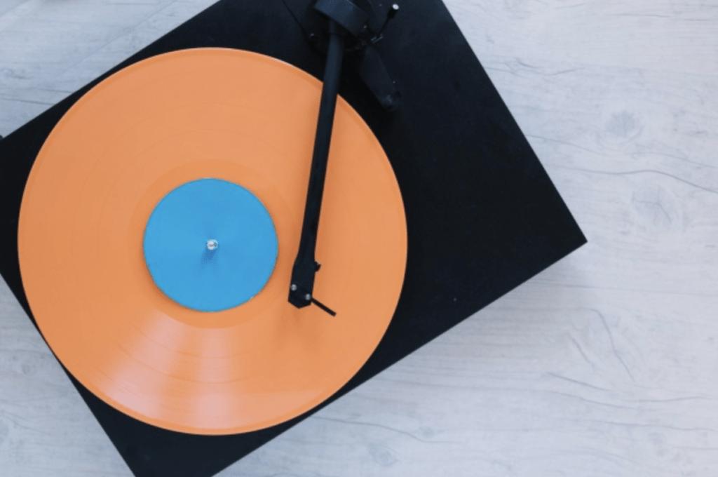 Plattenspieler mit Vinyl - Sound Branding Beispiel
